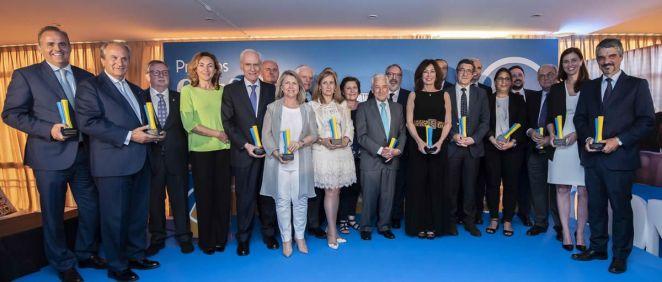 Foto de familia de los premiados en la tercera edición de los Premios ConSalud 2018.