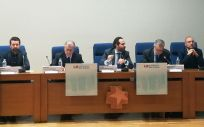 Diego Sanjuanbenito, viceconsejero de Humanización de la Asistencia Sanitaria de la Comunidad de Madrid, en el centro de la imagen, en la inaguración de la 'Jornada Hospital Universitario Humanista'