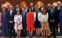 Foto de familia del pleno del Consejo Interterritoria, el primero presidido por Carmen Montón,l en el que se debatirá sobre la sanidad universal.
