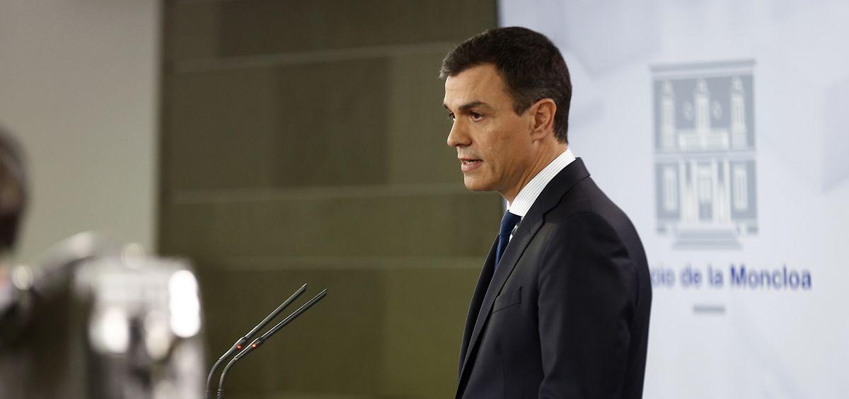 En los primeros 30 días como presidente del Gobierno, Pedro Sánchez ha dado su apoyo a la recuperación de la sanidad universal y a la regulación de la eutanasia.