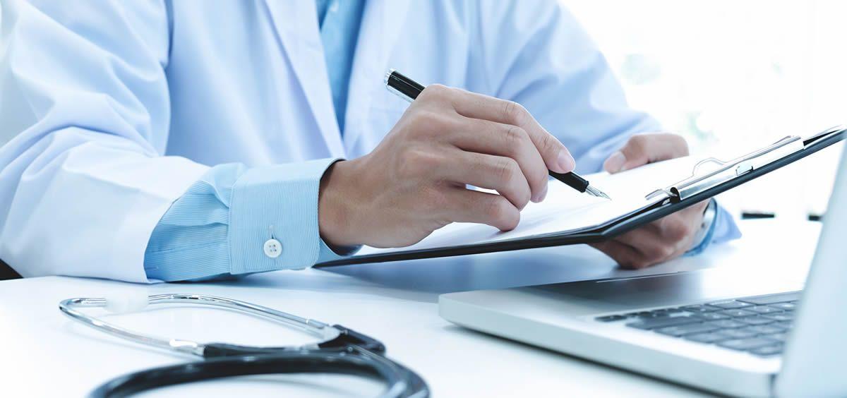 Los médicos alertan de los riesgos de no alcanzar el 7% del PIB en Sanidad