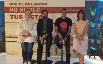 De izq. a drcha.: Marta Fuentes, Juan Francisco Rodríguez Moreno, Pablo Villalobos y Cristina Mitre, durante la presentación de la campaña contra el melanoma