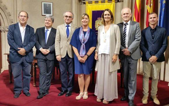 De izquierda a derecha: Juli Fuster, Guillém López-Casasnovas, Maciá Tomás-Salvá, Patricia Gómez, Marta Moreno, Josep Figueras y Benito Prósper