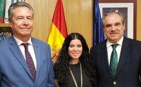 De izquierda a derecha: Ricardo Campos Fernández, Patricia Lacruz Gimeno y Jesús Aguilar, tras el acuerdo entre Sanidad y los farmacéuticos