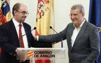 Javier Lambán y Sebastián Celaya, en la rueda de prensa en la que ha anunciado su dimisión