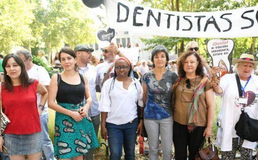 Unidos Podemos apoya a los afectados por las clínicas iDental ante el Ministerio
