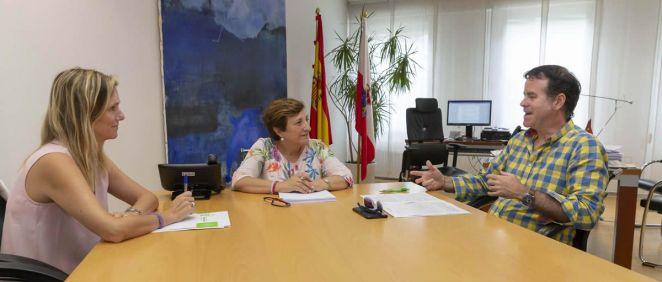 De izquierda a derecha: Rita de la Plaza, María Luisa Real y Javier Rapado, durante el primer encuentro institucional que han mantenido | Foto: Miguel de la Parra
