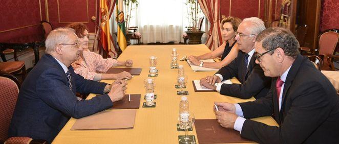 Reunión entre representantes del Gobierno de La Rioja sobre hepatitis C
