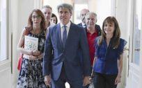 Madrid invierte 100 millones para mejorar la situación laboral de los sanitarios