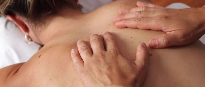 El peligro de los masajistas de playa: Infecciones y graves lesiones