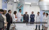 Al Hospital Universitario de Donostia llega el primer acelerador lineal donado por Amancio Ortega
