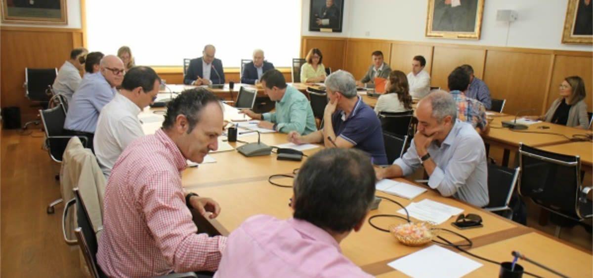 Consejo de Gobierno de la Universidad de Alicante durante la aprobación del plan de estudios