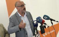 El portavoz de Ciudadanos por Cantabria, Félix Álvarez, durante su última intervención para exigir el cese de Real