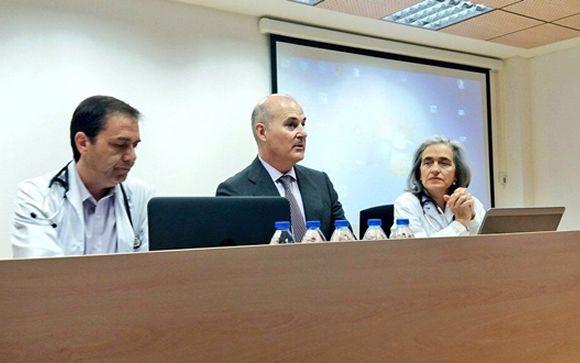 Ángel Jiménez, jefe del área médica; Óscar Gómez, sudirector médico de Continuidad Asistencial; Petra Sanz Mayordomo, jefa del Servicio de Cardiología.