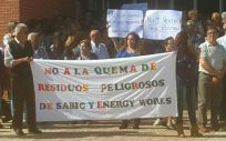 Vecinos de La Aljorra durante una de sus protestas contra la fábrica de plásticos