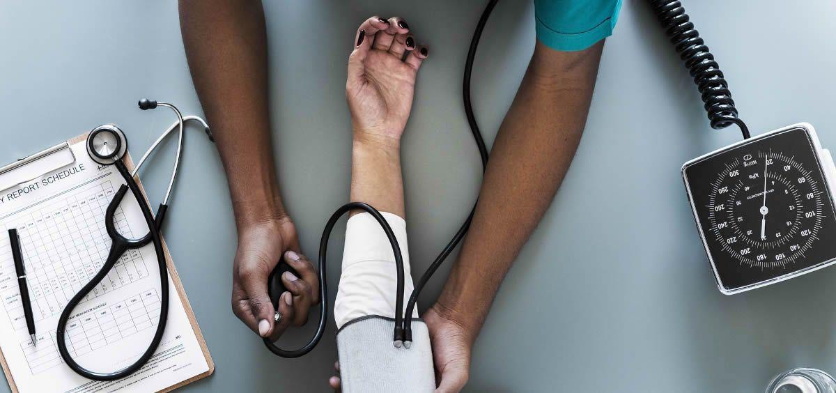 El sueldo base de un médico en Atención Primaria es 1.300 euros al mes