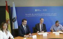El consejero de Salud de Galicia, Jesús Vázquez Almuíña, durante la firma de un convenio con la Federación Gallega de Donantes de Sangre la semana pasada