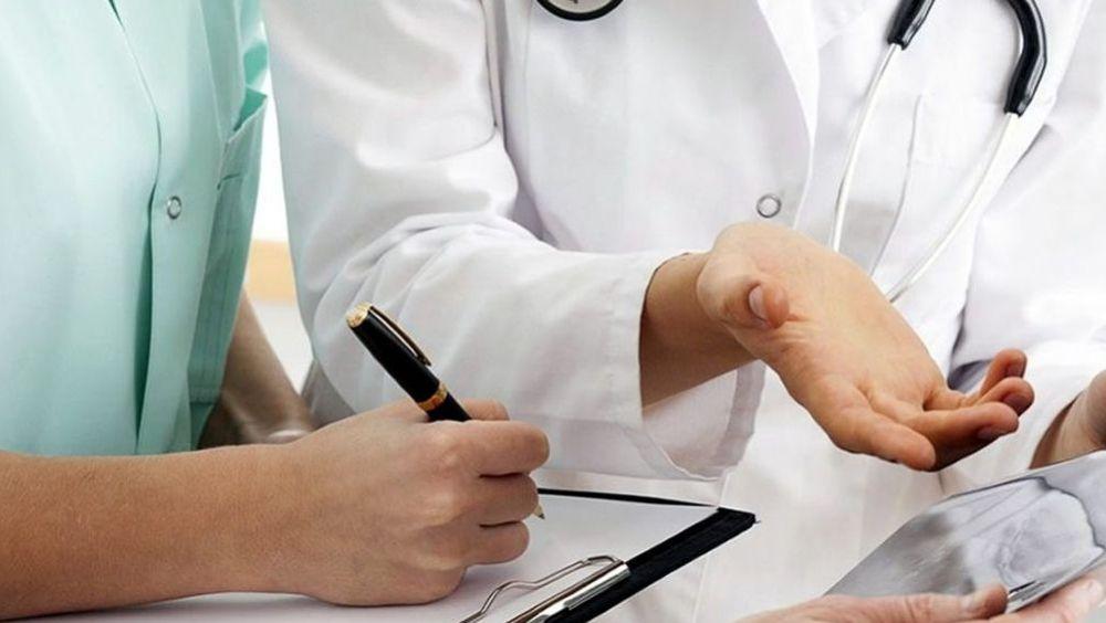 De enero a junio se han contabilizado 11.121 accidentes con baja durante la jornada laboral y 3.876 in itinere en el sector sanitario.