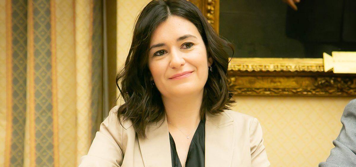 Carmen Montón defiende que el restablecimiento de la sanidad universal nos tiene que llenar de orgullo como españoles.