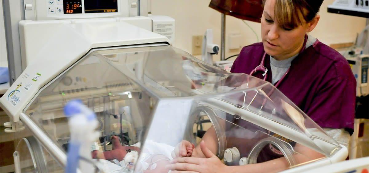 Según el programa de la especialidad, la Enfermería Pediátrica actual debe dar una respuesta adecuada a la necesidad de personalizar los cuidados