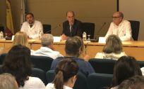 Almuiña presenta al nuevo gerente del Hospital del Barco de Valdeorras, Francisco Contreras.