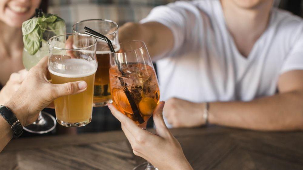 Sanidad está analizando las recomendaciones recibidas de cara a redactar el anteproyecto de ley para proteger a los menores del consumo de alcohol.