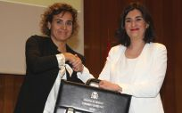 Carmen Montón recibe de su antecesora Dolors Montserrar la cartera del Ministerio de Sanidad, Consumo y Bienestar Social.