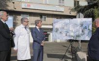 El presidente de la Comunidad de Madrid, Ángel Garrido, acompañado por el consejero de Sanidad, Enrique Ruiz Escudero, ha presentado hoy en el Hospital Gregorio Marañón los proyectos de reforma de los principales pabellones