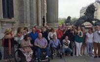 Afectados españoles de la talidomida en una imagen de archivo en las puertas del Congreso de los Diputados