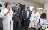 El consejero de Sanidad de la Comunidad de Madrid, Enrique Ruiz Escudero, durante su visita al Hospital Universitario Puerta de Hierro de Majadahonda