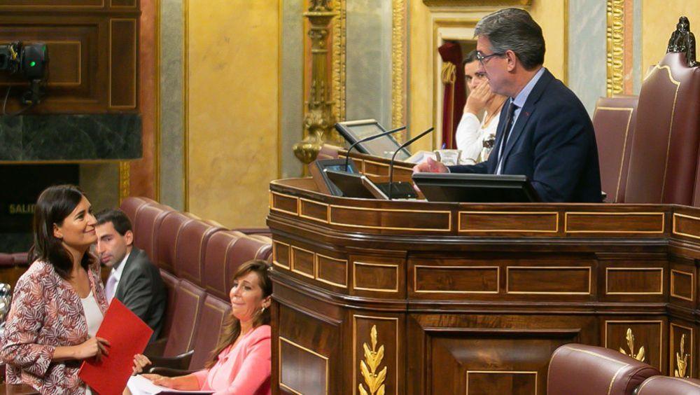 La ministra de Sanidad, Carmen Montón, poco antes de defender la convallidación del RD sobre universalidad en el  Congreso.