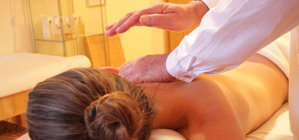 La quiropraxia está considerada una pseudoterapia y no se basa en evidencias científicas