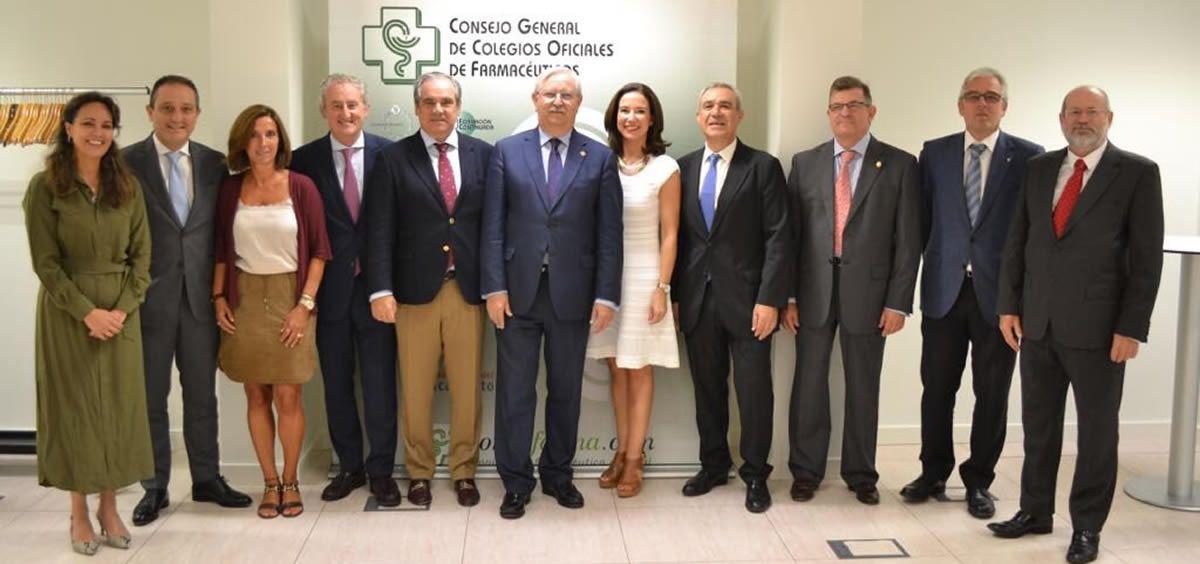 Miembros de la comisión permanente del Consejo General de Colegios Oficiales de Médicos y del comité directivo del Consejo General de Farmacéuticos han mantenido este viernes un encuentro