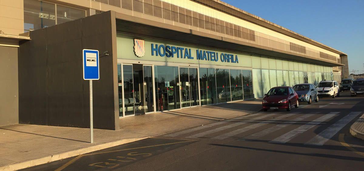 Fachada del Hospital Mateu Orfila de Menorca, lugar donde el médico presuntamente grabó a sus compañeras
