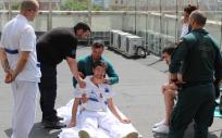 Los alumnos del curso de la Fundación Jiménez Díaz aprenden a realizar acarreos y arrastres de víctimas