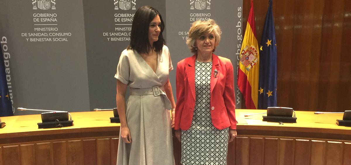 Carmen Montón junto a María Luisa Carcedo en el Ministerio de Sanidad.