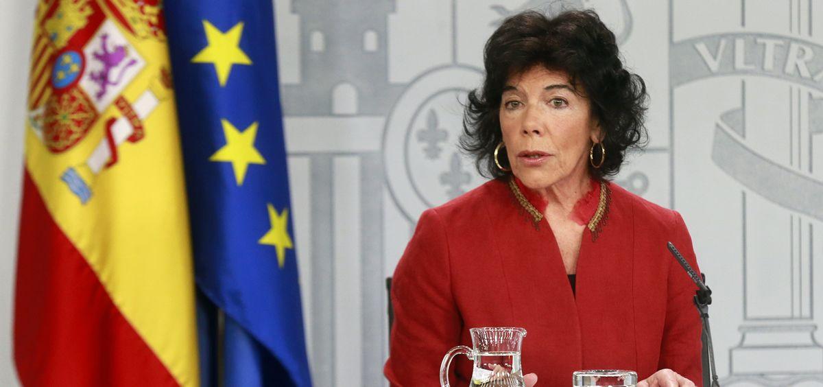 Isabel Celaá, portavoz del Gobierno, informa tras el Consejo de Ministros de la retirada del recurso contra la ley catalana de sanidad universal.