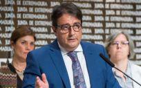 El consejero de Sanidad y Políticas Sociales de la Junta de Extremadura, José María Vergeles