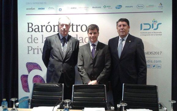 De izq. a dcha.: Luis Mayero, Adolfo Fernández-Valmayor y Manuel Vilches, este martes en Madrid
