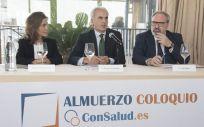 De izquierda a derecha: Concha Caudevilla, Enrique Ruiz Escudero y Juan Blanco, en el  IV Almuerzo Coloquio ConSalud.es celebrado este jueves | Imagen: Miguel Ángel Escobar