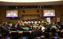 Reunión de la Asamblea General de la ONU con representantes de Estados y de organismos como la OMS.