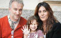 Nadia, la niña con una enfermedad rara, junto a sus padres condenados por estafa