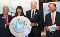 De izquierda a derecha: Florentino Pérez Raya, Chloé Bird, Enrique Ruiz Escudero e Íñigo Lapetra, en el acto en el que se ha distinguido a las autonomías comprometidas con los pacientes ostomizados