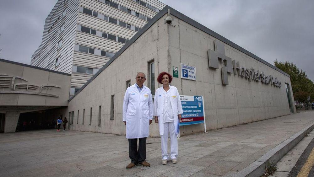 El Dr. José Ignacio Torroba, jefe del Servicio de Farmacia del Hospital San Pedro, en Logroño; y la Dra. Begoña Sacristán, jefa del Servicio de Digestivo.