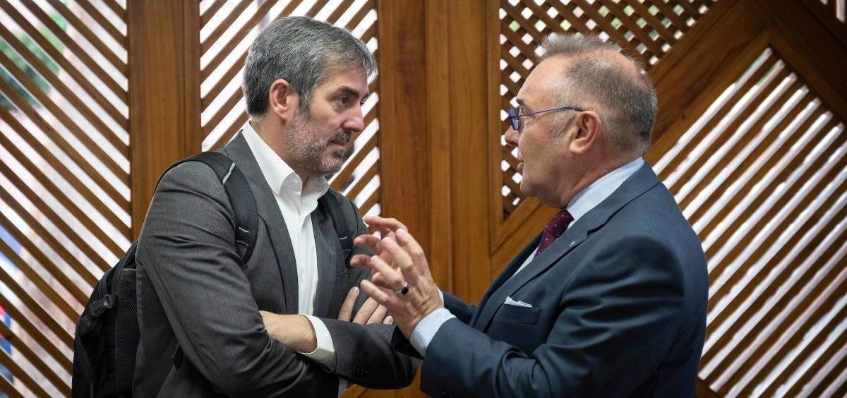 Fernando Clavijo charla con el consejero de Sanidad José Manuel Baltar