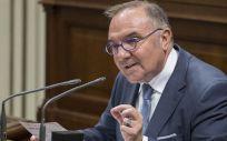El consejero de Sanidad, José Manuel Baltar durante una intervención en el Parlamento de Canarias