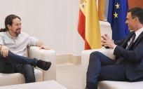 El presidente del Gobierno, Pedro Sánchez, y el secretario general de Podemos, Pablo Iglesias, en una reciente reunión en La Moncloa.