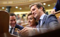 Pablo Casado, presidente del Partido Popular, junto a Dolors Montserrat, portavoz del PP en el Congreso.