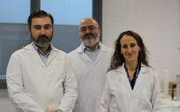 Los investigadores de la CEU UCH Salvador Mérida, Francisco Bosch e Inmaculada Almansa, miembros del equipo investigador autor del estudio