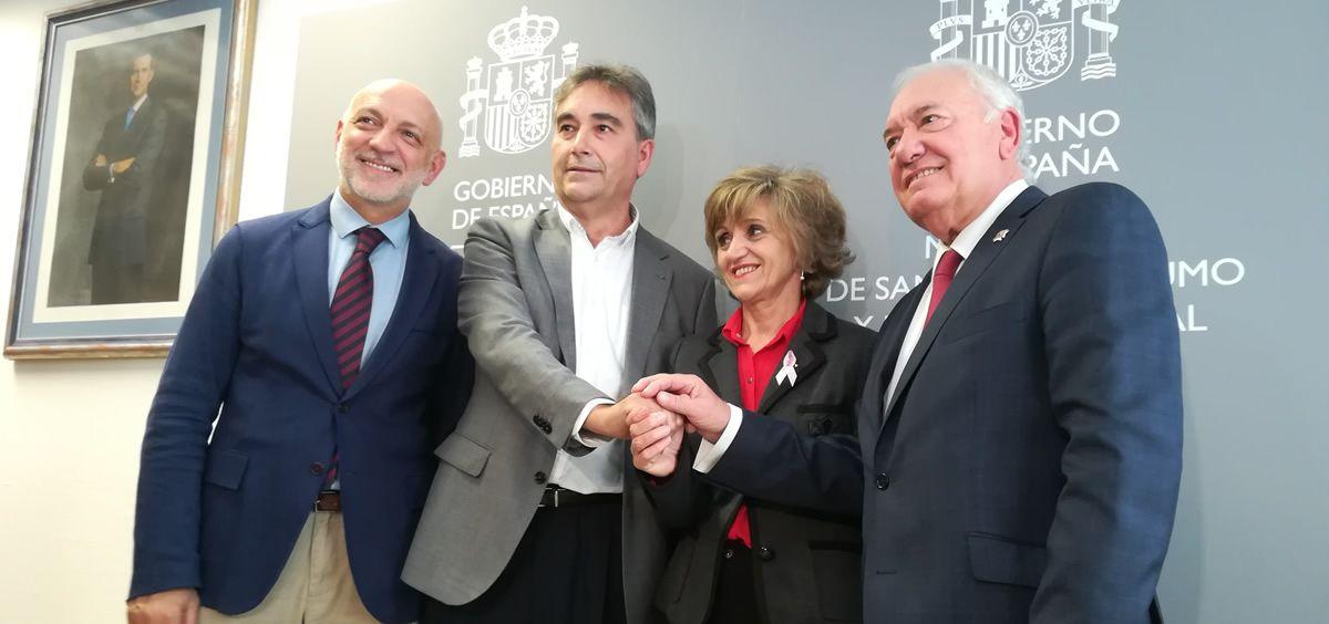 De izquierda a derecha: Rodrigo Gutiérrez, Manuel Cascos, María Luisa Carcedo y Florentino Pérez Raya anuncian la aprobación del Real Decreto de prescripción enfermera